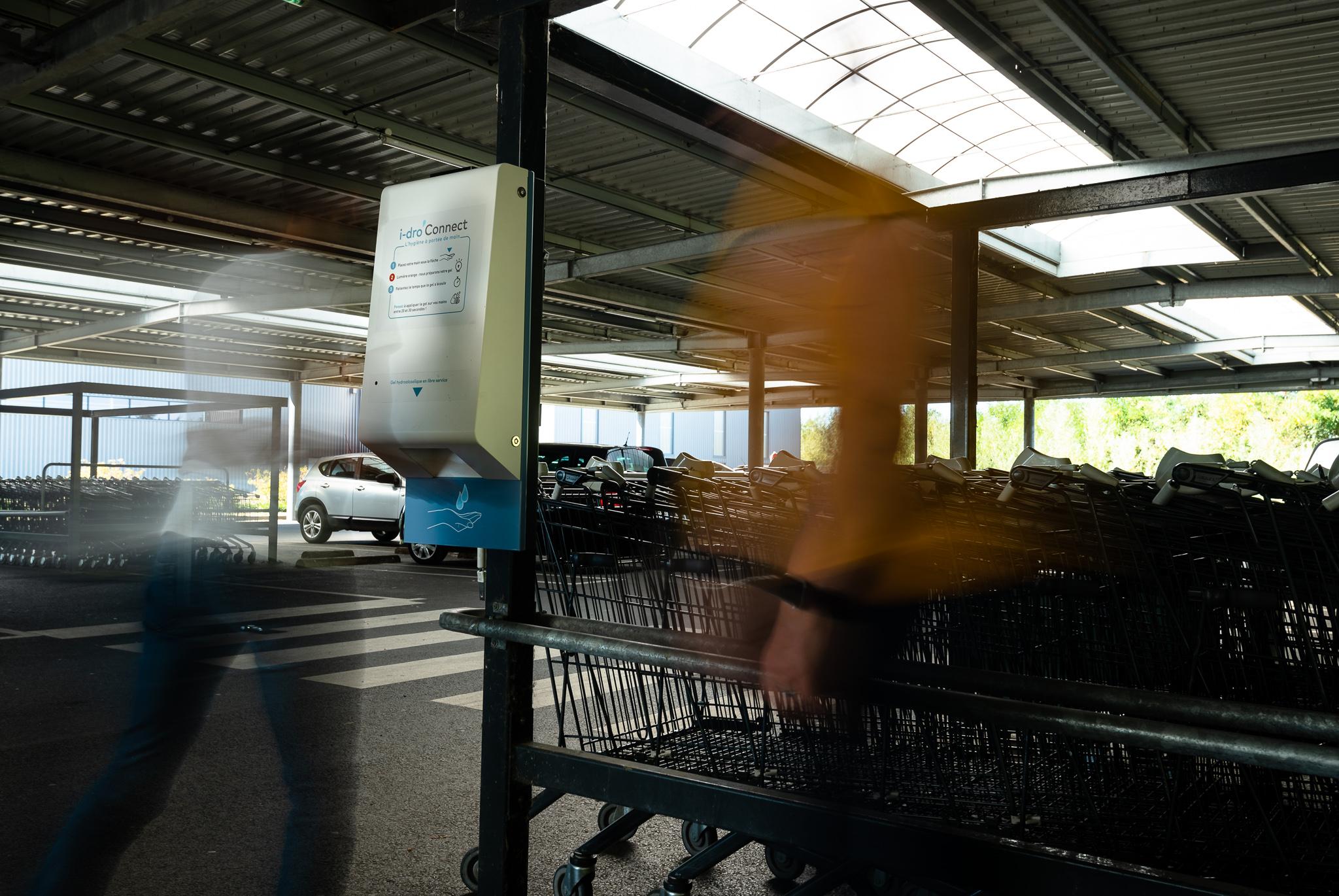distributeur de gel hydroalcoolique sans contact pour commerces